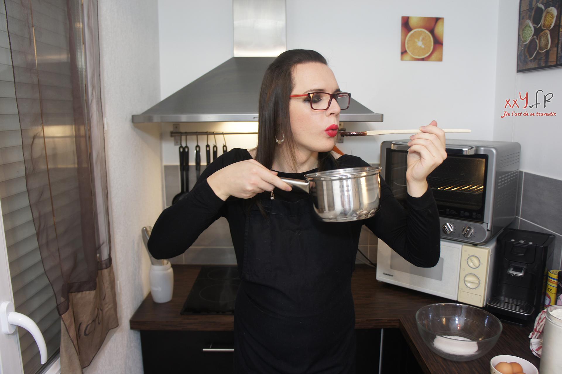 Il faut toujours goûter, en cuisine. Mais attention à ne pas vous brûler, hein...