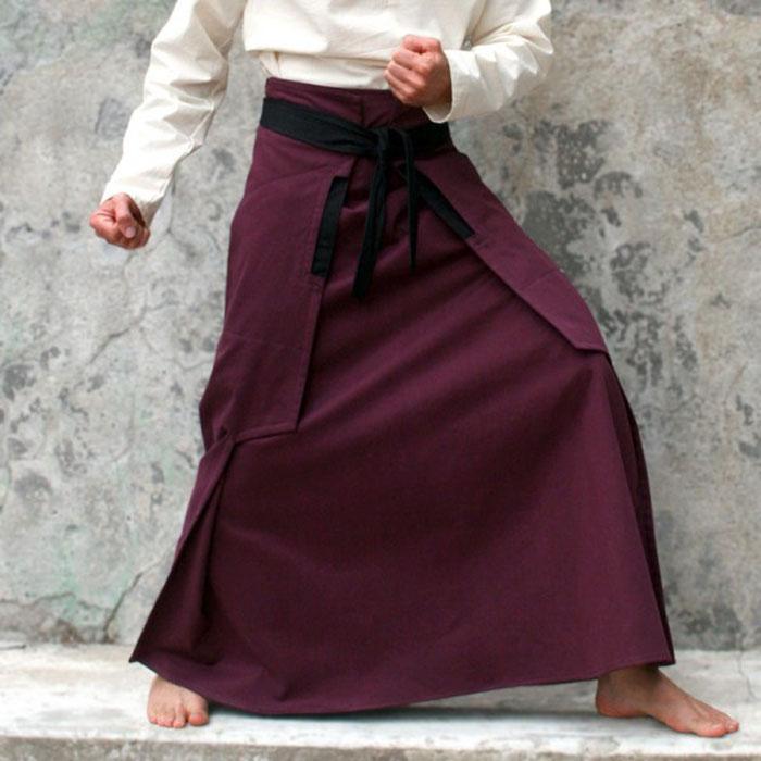La jupe Ninja existe en violet, kaki et noir au prix de 125€.