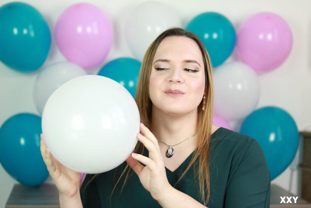 Andromède Travesti - Ballon dans les mains 2