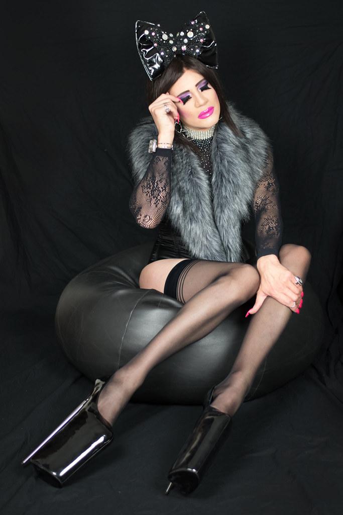 Linda Zoe - Tgirl (chaussures à plateformes)